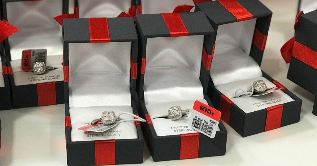 Sortija Genuine Diamond en Sterling Silver SOLO $20 (Reg $124.98) en JCPenney