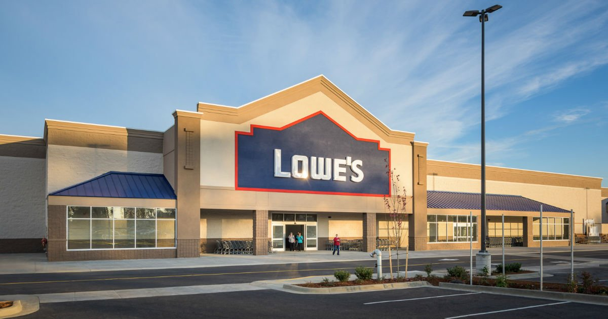 Lowe's tiene un 75% de Descuento en Liquidación Navideña