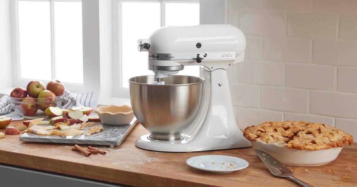 Lee más sobre el artículo KitchenAid Classic Series 4.5 Qt 10-Speed Stand Mixer SOLO $189.99 en Home Depot