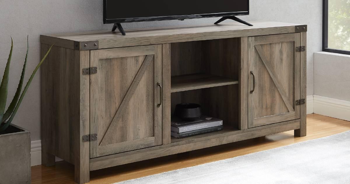 TV Stand estilo Farmhouse para TV de hasta 65″ a solo $129 en Walmart (Reg. $250)