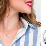 Collar con Colgante de Inicial Disney Mickey Mouse SOLO $15.75 (Reg $45)